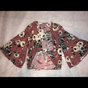 Knot possible floral crop top with loose sleeves